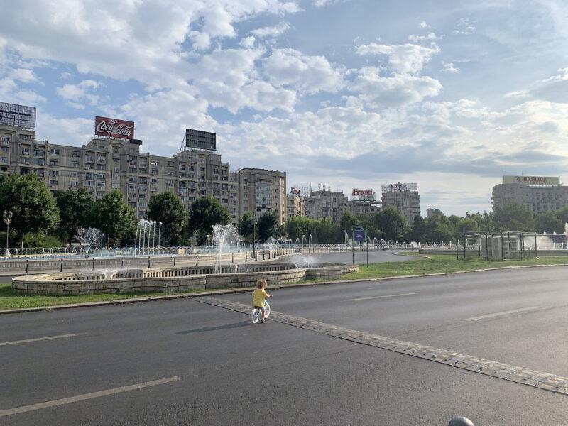 de ce traiesc in Romania