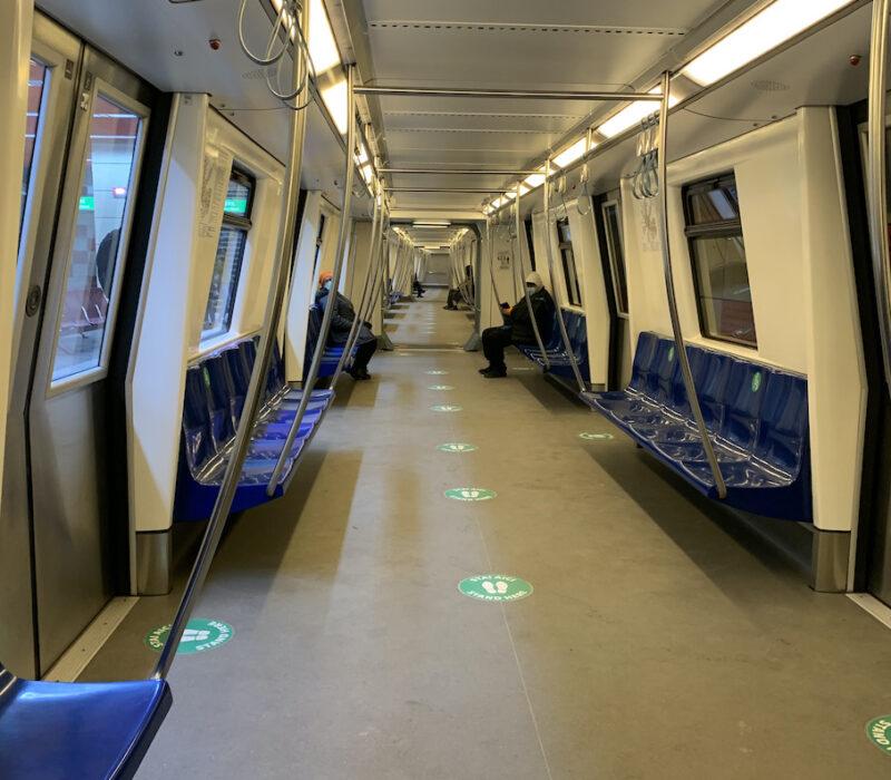 cu metroul spre birou